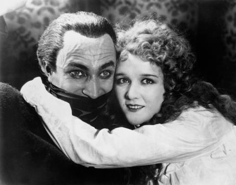 Mary-Philbin-Christine-Daa-phantom-of-the-opera-1925-24844540-500-392